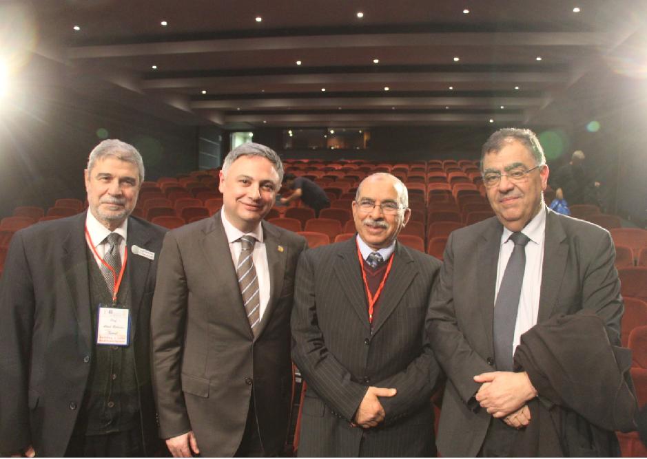 الأمين العام متوسطاً نقيب أطباء طرابلس ونقيب أطباء بيروت